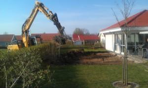 .i trädgården o förstöra gräs/plattytor med maskinen.